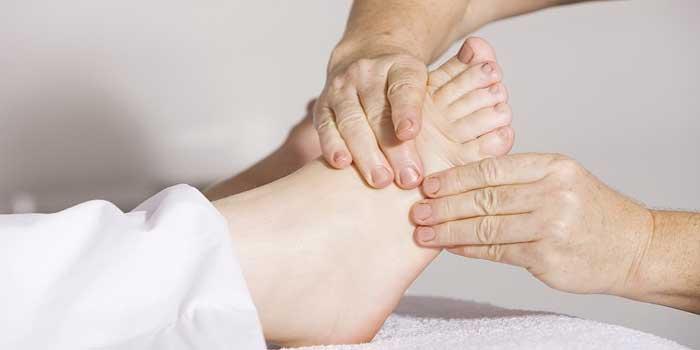 swollen legs home remedies